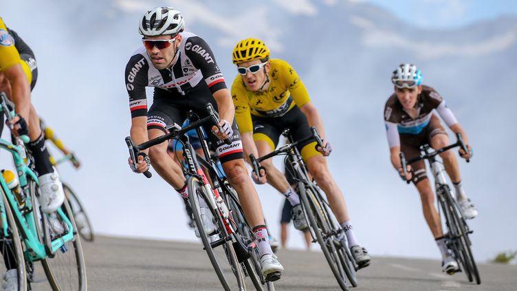 Le Hollandais Tom Dumoulin, le Gallois Geraint Thomas et le Français Romain Bardet pendant la 105e édition du Tour de France 2018, lors de la 19e étapeentre Lourdes (Hautes-Pyrénées) etLaruns (Pyrénées-Atlantiques), le 27 juillet 2018. (KEI TSUJI / BETTINIPHOTO)