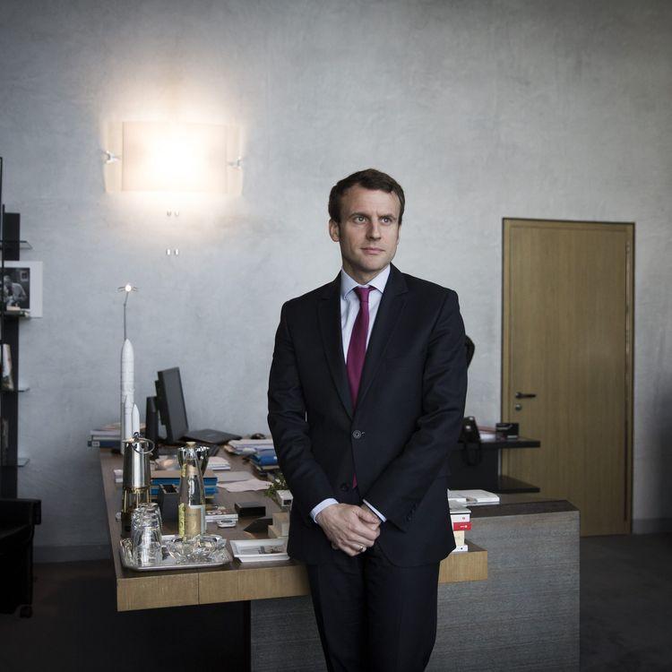 Emmanuel Macron dans son bureau au ministère de l'Economie, le 30 mars 2016. (MAXPPP)