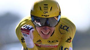 Le coureur slovène Tadej Pogacar le 17 juillet 2021 lors de la 20e épreuve du Tour de France 2021 à Libourne (Gironde). (ANNE-CHRISTINE POUJOULAT / AFP)