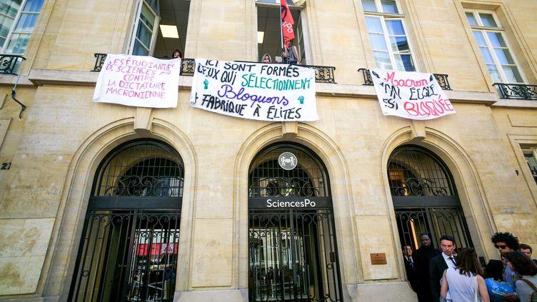L'entrée de Sciences Po Paris, 27 rue Saint-Guillaume, dans le 7e arrondissement de Paris, le 18 avril 2018. (MICHEL STOUPAK / NURPHOTO)