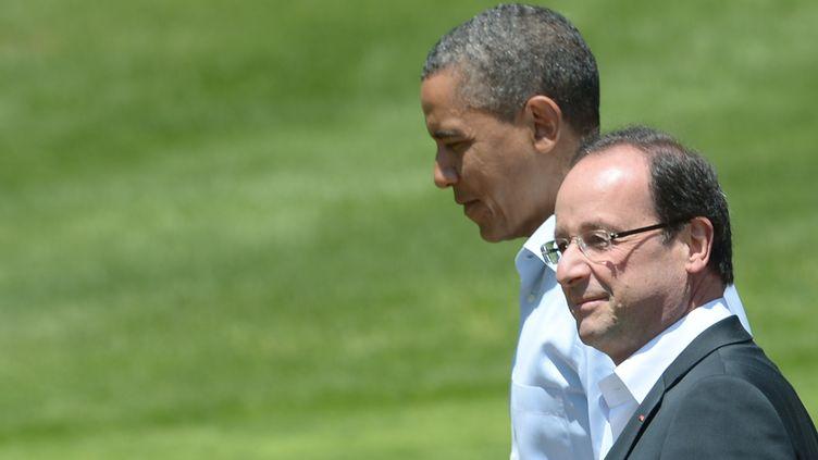 Le président français (à droite) François Hollande et son homologue américain, Barack Obama, lors du sommet du G8 à Camp David (Etats-Unis) le 19 mai 2012. (MANDEL NGAN / AFP)