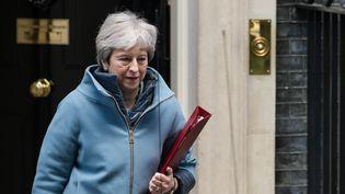 La Première ministre Theresa Maysort de son domicile au10 Downing Street, le 25 mars 2019 à Londres (Royaume-Uni). (WIKTOR SZYMANOWICZ / NURPHOTO / AFP)