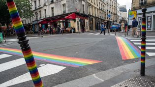 Les passages piétons arc-en-ciel installés à Paris pour la Marche des fierté, le 15 juin 2018. (MAXPPP)