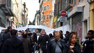 La rue d'Aubagne, à Marseille, jeudi 8 novembre 2018, où l'effondrement lundi de deux immeubles a fait huit morts. (GERARD JULIEN / AFP)