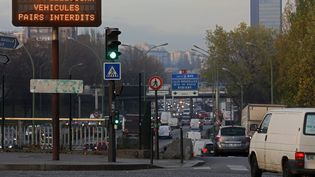 Circulation alternée lors d'un épisode de pollution à Paris, le 7 décembre 2016. (LP/YANN FOREIX / MAXPPP)