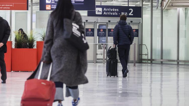 Des passagers à l'aéroport d'Orly (Val-de-Marne), le 6 novembre 2020. (MAXPPP)