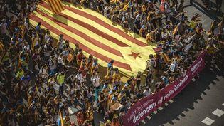 À Barcelone, les indépendantistes, ici en manifestation le 27 octobre, s'interrogent sur l'application concrète de la tutelle décidée par Madrid. (MAXPPP)
