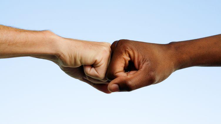 59% des Français jugent que le racisme a plutôt augmenté au cours des 30 dernières années, selon un sondage OpinionWay pour la Licra. (DON BAYLEY / ISTOCKPHOTO / GETTY IMAGES)