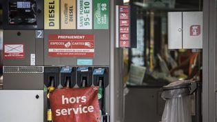 Une station-service à sec, à Paris, près de la porte de Saint-Cloud, le 29 mai 2017. (MAXPPP)