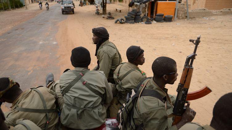 Des soldats maliens à Tombouctou, le 28 janvier 2013. (ERIC FEFERBERG / AFP)