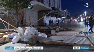 A Fécamp (Seine-Maritime)les rafales de vent ont battu le record de 175 km/h. LaNormandieest la plus touchée par la tempête Auroreet fait face à d'importants problèmes de circulation et de transports. (CAPTURE ECRAN FRANCE 3)