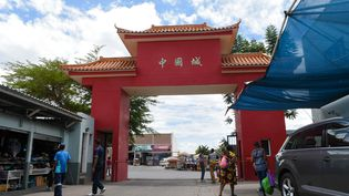 L'entrée du quartier Chinatown à Windhoek, capitale de la Namibie, photographiée le 14 février 2020. (HILDEGARD TITUS / AFP)