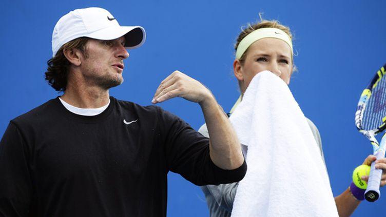 L'entraîneur de Victoria Azarenka, Sam Sumyk, aux côtés de son élève