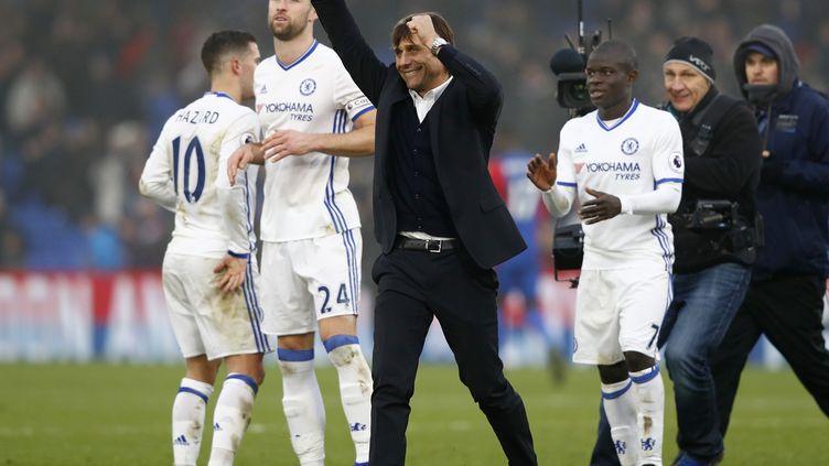 La joie d'Antonio Conte et de ses joueurs (ADRIAN DENNIS / AFP)