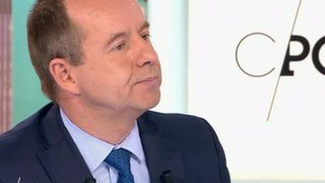 """Hollande est """"le candidat évident du PS"""" pour 2017, dit Urvoas"""