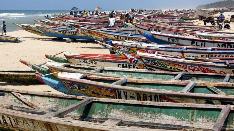 Les pêcheurs sénégalais s'inquiètent des conséquences pour leur activité du développement du champ gazier au large des côtes. (MARCEL MOCHET / AFP)
