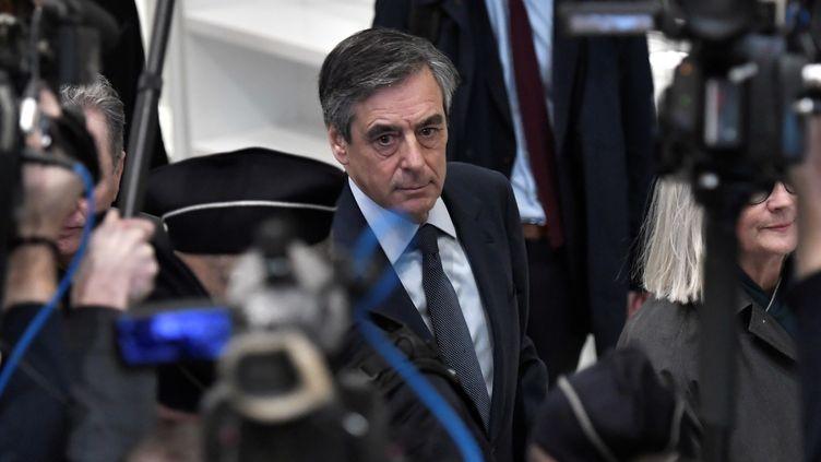 François Fillon lors de son arrivée au tribunal de Paris, mercredi 26 février 2020. (STEPHANE DE SAKUTIN / AFP)