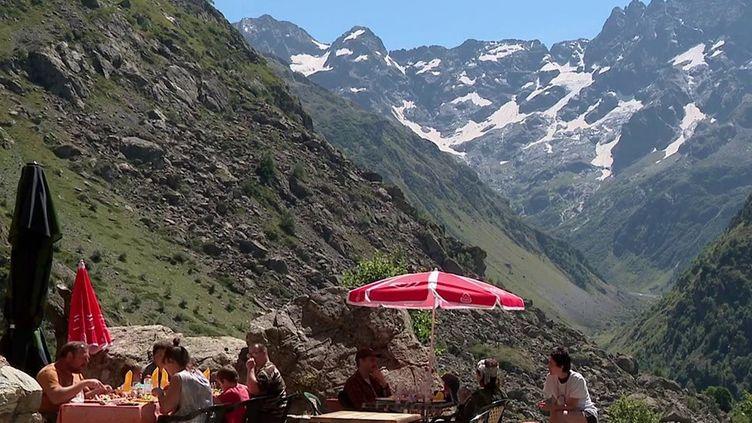 Montagne : le pass sanitaire n'est pas obligatoire dans les refuges (France 3)