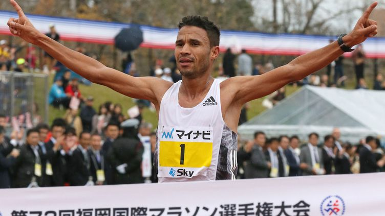 Le Marocain El Mahjoub Dazza lors de sa victoire au marathon de Fukuoka (MASAKI AKITSUKI / YOMIURI)
