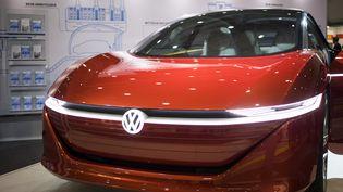 La Volkswagen I.D. Vizzion, concept-car électrique, présentée à Hambourg le 8 décembre 2018 (ODD ANDERSEN / AFP)