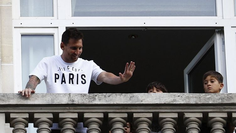 Lionel Messi, lors de son arrivée à Paris, le 10 août 2021. (SAMEER AL-DOUMY / AFP)