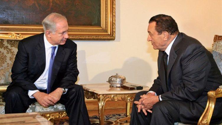 La rencontre au Caire entre le président égyptien, Hosni Moubarak, et le premier ministre israélien, Benjamin Netanyahou (AFP - KHALED DESOUKI)