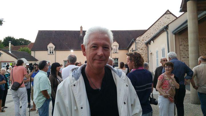 Fred habite Forges-les-Bains depuis 28 ans. (LOUIS SAN / FRANCEINFO)