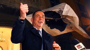 Le leader des autonomistes corses, Gilles Simeoni, à Bastia, dimanche 10 décembre 2017, après la victoire des nationaliste au second tour des élections territoriales. (PASCAL POCHARD-CASABIANCA / AFP)
