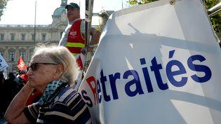 Une retraitée pendant une manifestation à Marseille (Bouches-du-Rhône), le 26 septembre 2017. (BORIS HORVAT / AFP)