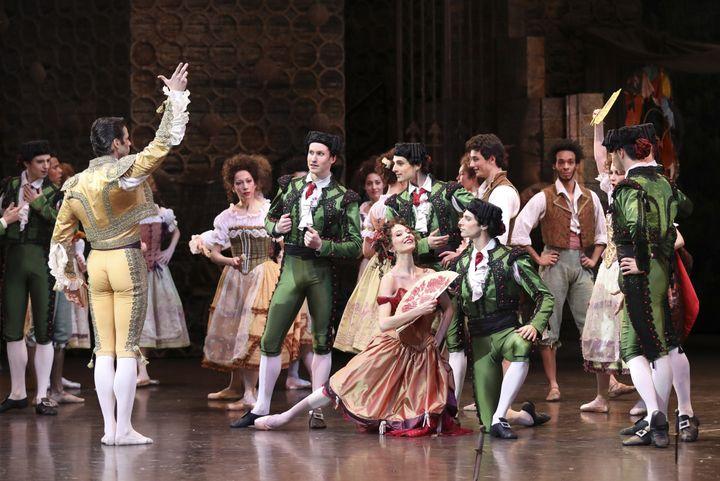 Anna O'Neil, la danseuse de rue et Florian Magnenet  (Svetlana Loboff/Opéra national de Paris)