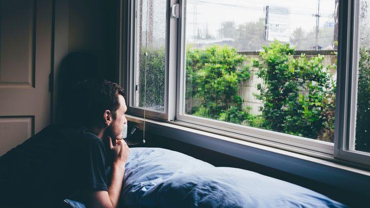 """Le """"Seasonal Affective Disorder"""", le bien nommé SAD, triste en anglais, correspond à la dépression saisonnière provoquée par le mauvais temps. (ASHLEY CORBIN-TEICH / IMAGE SOURCE)"""