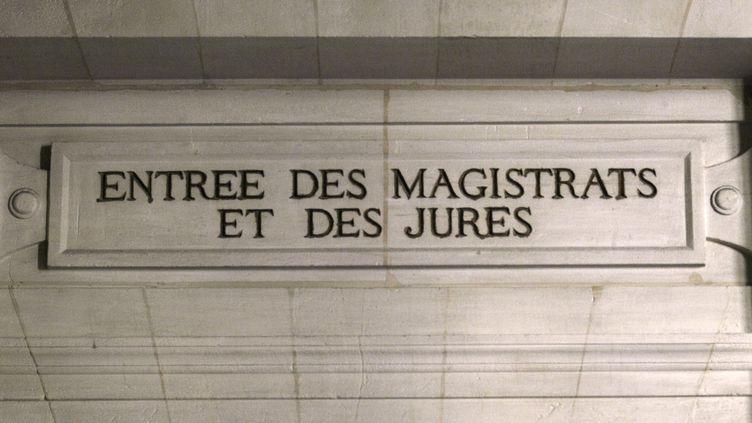 L'entrée de la cour d'assises pour les magistrats et les jurés au palais de justice de Paris, le 17 octobre 2011. (JACQUES DEMARTHON / AFP)