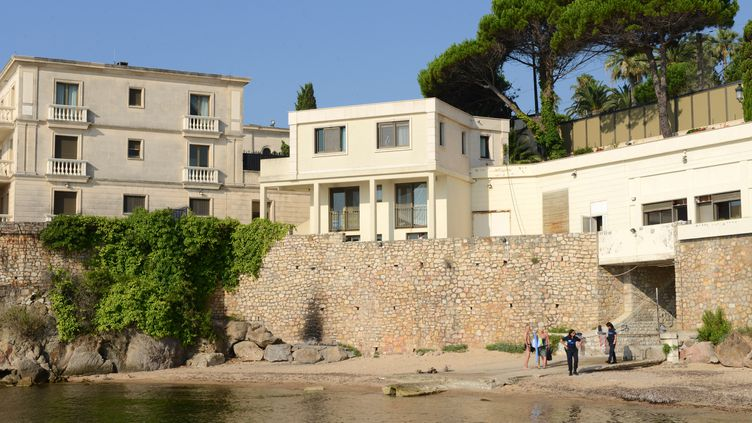 La plage publique de la Mirandole, à Vallauris (Alpes-Maritimes), le 18 juillet 2015. Laprivatisée a été privatisée durant le séjour du roi d'Arabie saoudite, du 25 juillet au 2 août. (JEAN-PIERRE AMET / REUTERS)
