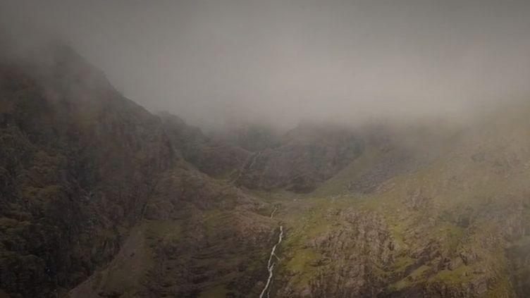France 2 poursuit son feuilleton consacré à la côte irlandaise. Cap sur la montagne Carrauntuohill, le point culminant du pays. (FRANCE 2)