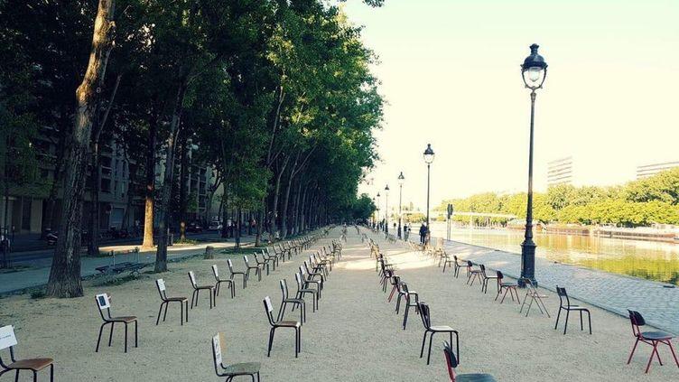 1 000 chaises ont été installées là où doit se dérouler cet été Paris-Plages. (avec l'aimable autorisation du Collectif du Canal)
