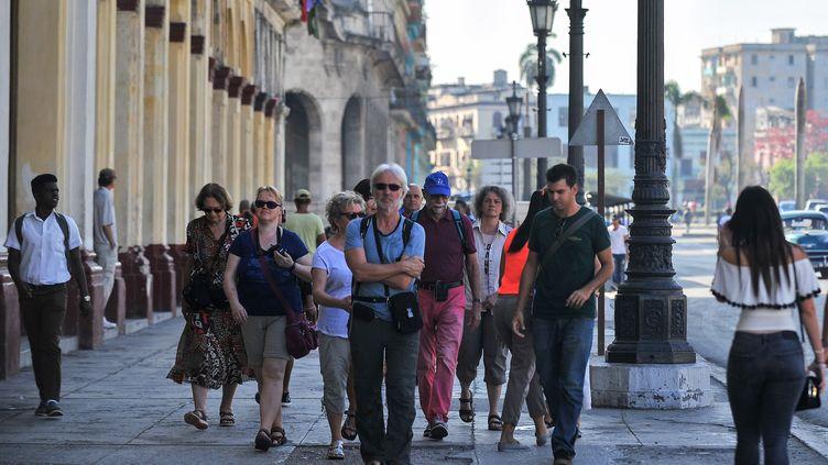 Groupe de touristes à La Havane (Cuba), le 7 mai 2019 (YAMIL LAGE / AFP)