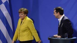 Angela Merkel et Alexis Tsipras quittent une conférence de presse, le 23 mars 2015, à Berlin (Allemagne). (JOHN MACDOUGALL / AFP)