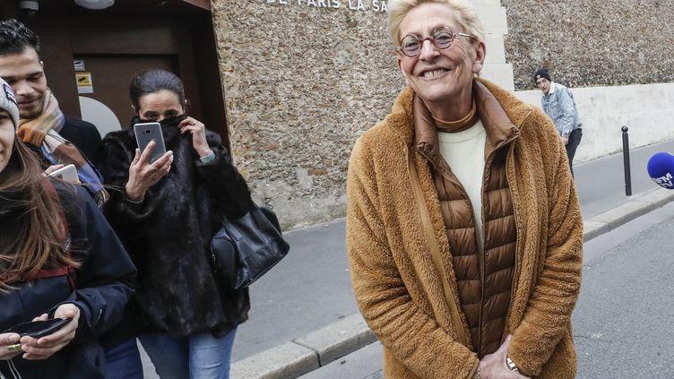 Isabelle Balkany, attend son mari, Patrick Balkany, à l'extérieur de la prison de la Santé à Paris, le 12 février 2020. (FRANCOIS GUILLOT / AFP)