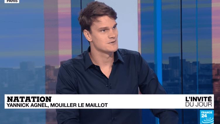 Yannick Agnel évoque la fin de sa carrière et son burn-out sur le plateau de France 24, mercredi 4 juillet 2018. (FRANCE 24 / YOUTUBE)
