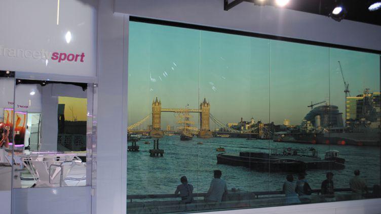 Soleil couchant sur Tower Bridge depuis le plateau de FranceTV