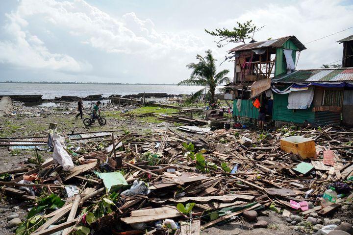 Après le passage du typhonPhanfone dans la province de Leyte, au centre des Philippines, le 25 décembre 2019. (BOBBIE ALOTA / AFP)