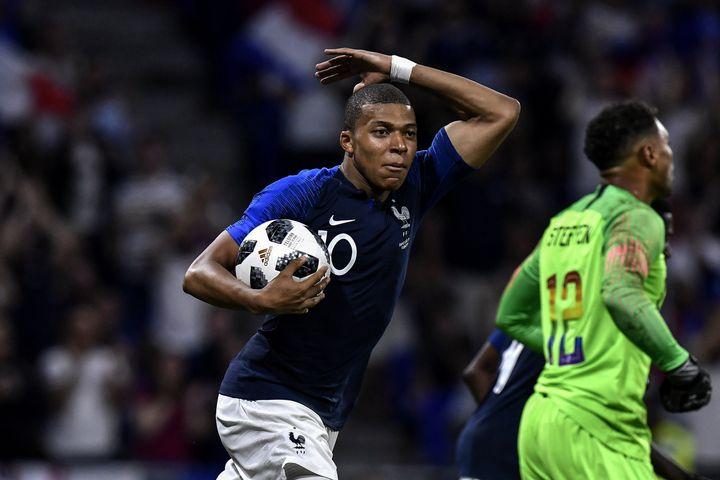 Kylian Mbappé, auteur du but tricolore face aux Etats-Unis, samedi 9 juin 2018 au Groupama Stadium de Décines (Rhône). (JEFF PACHOUD / AFP)