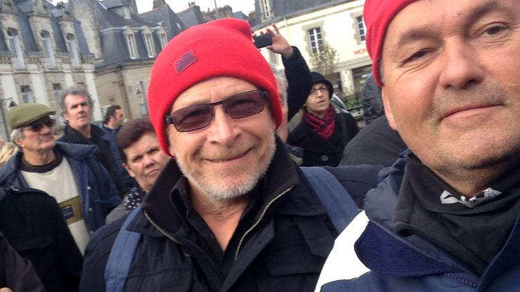 """Paul (C), un """"Bonnet rouge"""" de Quimper (Finistère), lors de la manifestation du 2 novembre 2013. (FRANCETV INFO )"""