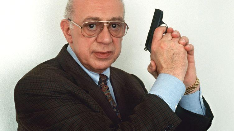Horst Tapper pose en inspecteur Derrick, en avril 1993. (ISTVAN BAJZAT / DPA)