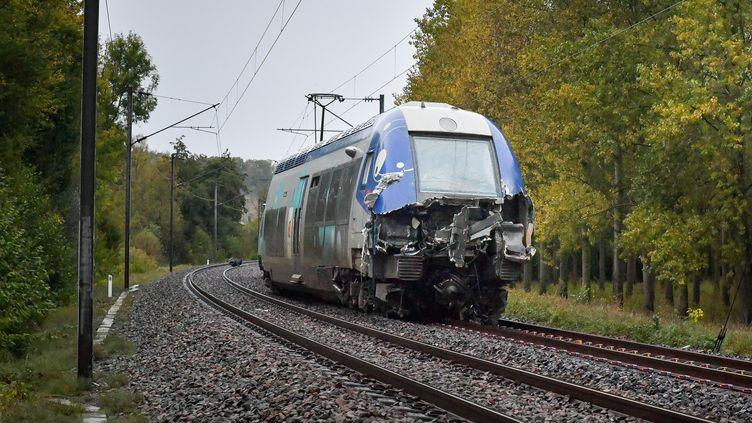 Le TER accidenté près de Saint-Pierre-sur-Vence (Ardennes), le 16 octobre 2019. (MAXPPP)