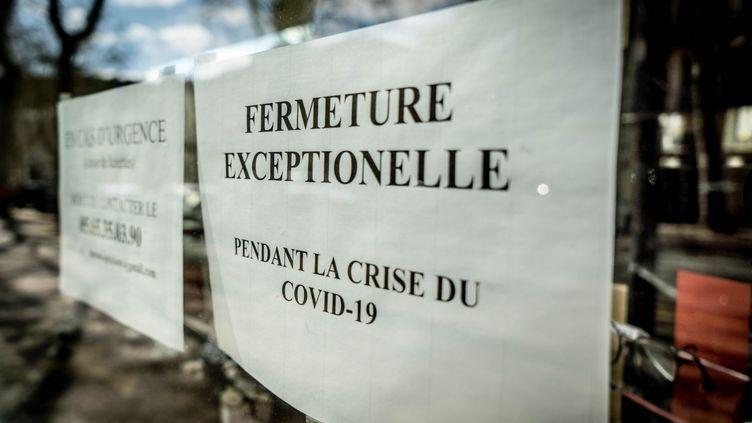 Une boutique fermée à Cahors (Lot), pendant l'épidémie de coronavirus, le 1er avril 2020. (GARO / PHANIE/ AFP)