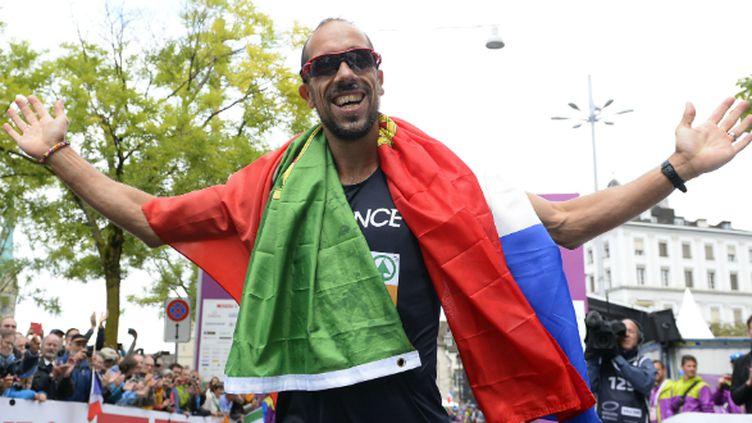 Le marcheur français Yohann Diniz après avoir passé l'arrivée du 50 km marche à Zurich (2014)