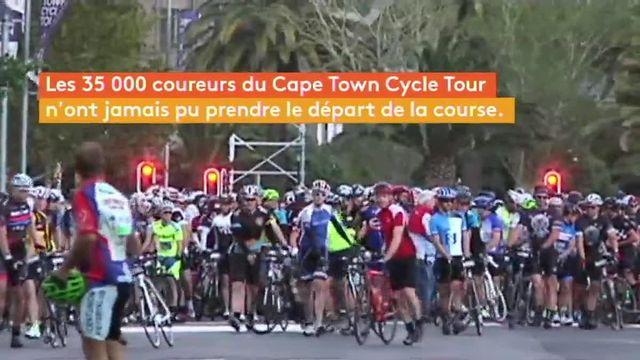 Les rafales de vent étaient telles, dimanche, dans les rues du Cap, la capitale sud-africaine, que la compétition amateur a dû être annulée.