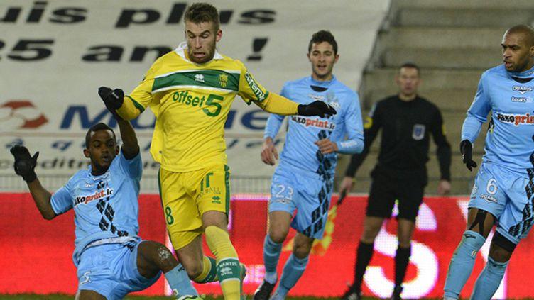 A l'image de Lucas Deaux, Nantes a franchi l'obstacle tourangeau pour reprendre provisoirement la tête de la Ligue 1.  (FRANCK DUBRAY / MAXPPP)