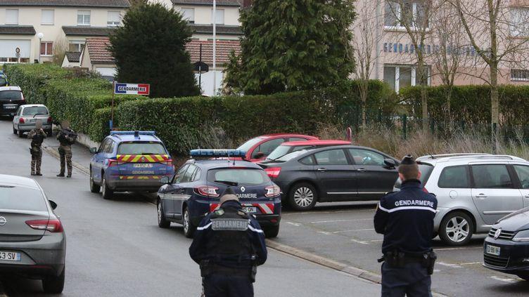 Intervention des forces de l'ordre après une attaque au couteau à la gendarmerie de Dieuze (Lorraine), le 3 février 2020. (MAXPPP)